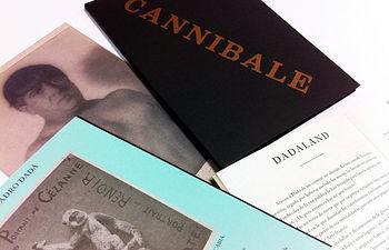 La revista está editada en una carpeta que contiene los dos números de Cannibale, un cuadernillo y una presentación
