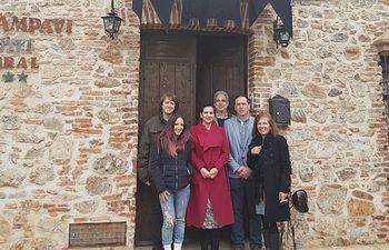 Agustín Espinosa visita el hotel rural en Chillón.