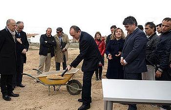 Lamata en la colocación de la primera piedra del nuevo centro terapéutico de la Fundación Ceres en Tomelloso
