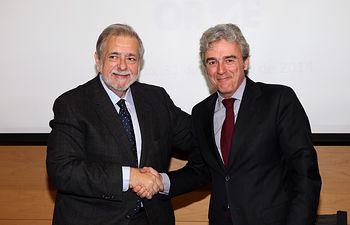 Esteban y Beteta firman un convenio sobre Oficina de Registro Virtual de Entidades 01. Foto: JCCM.