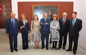 El presidente de Castilla-La Mancha, José María Barreda, asistió a la inauguración de la exposición 'Gregorio Marañón 1887-1960', en el Centro Cultural San Marcos de Toledo. En la imagen, posa con familiares del Dr. Marañón ante un retrato pintado en 1919 por Ignacio Zuloaga.