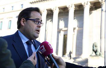 Paco Núñez antes del inicio de la sesión constitutiva de la XIV Legislatura en el Congreso de los Diputados.