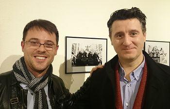 El concejal tuvo la oportunidad de charlar con el artista encargado de la exposición fotográfica, Juan Carlos Navarro