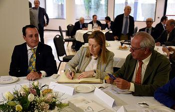 I Rueda Solidaria crganizada por el Club Rotario de Ciudad Real y que ha contado con la presencia de la presidenta del Congreso Ana Pastor.