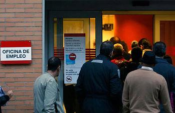 Se sigue creando empleo precario y temporal y desplomando la protección por desempleo