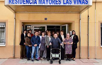 La consejera de Bienestar Social, Aurelia Sánchez, ha visitado este viernes la Residencia 'Las Viñas' en Madrigueras.
