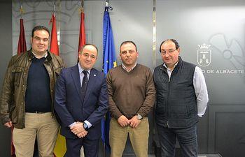 El vicealcalde de Albacete, Emilio Sáez, se reunió con el presidente de la Asociación Provincial de Tiro Olímpico, Trap y Caza Deportiva, Gerardo Moreno.