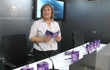 La concejala de Feria y III Centenario, Soledad Velasco, durante la presentación del programa organizado por el Ayuntamiento de Albacete con motivo de la festividad de San Juan.