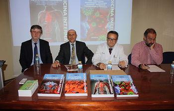 Un facultativo del Hospital de Albacete publica un tratado con los temas más candentes en Medicina Interna