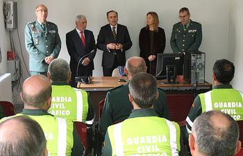 José Julián Gregorio durante la visita que ha realizado al Subsector de Tráfico de la Guardia Civil de Ciudad Real para felicitar a los agentes por los resultados obtenidos durante el primer año de la puesta en marcha del Plan Invitra en la N430
