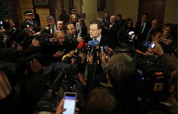 """El presidente del Gobierno, Mariano Rajoy, expresa ante los medios de comunicación su repulsa al atentado cometido en París contra el semanario """"Charlie Hebdo"""", y asegura que en España se reforzará la seguridad."""