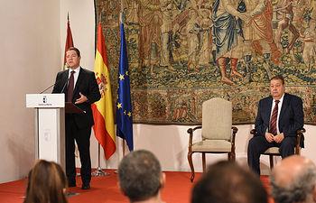 El jefe del Ejecutivo regional, Emiliano García-Page, preside, en el Palacio de Fuensalida, el acto de toma de posesión de los nuevos miembros del Consejo de Gobierno de Castilla-La Mancha. (Fotos: José Ramón Márquez // JCCM)
