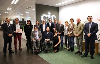 Foto Familia acto Carrefour y CERMI X Solidaria