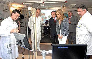 El consejero de Salud y Bienestar Social, Fernando Lamata, ha acompañado hoy a la ministra de Ciencia e Innovación, Cristina Garmendia durante la visita realizada al Hospital Nacional de Parapléjicos.
