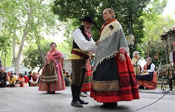 Carmen Picazo participa en el desfile de exaltación del traje manchego