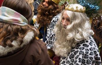 Los Reyes Magos de Oriente reciben las cartas de los niños de Albacete en el Ayuntamiento de la ciudad.