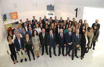 Fotografía de Comité Ejecutivo, reelegido el 21 de febrero, y equipo técnico de FEDA, ofrecida por FEDA