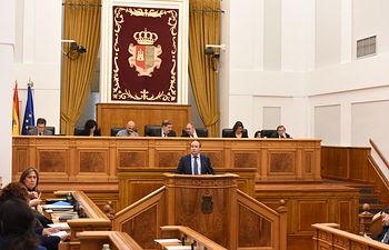 Juan Alfonso Ruiz Molina comparece ante el Pleno de las Cortes de Castilla-La Mancha. Foto: JCCM.