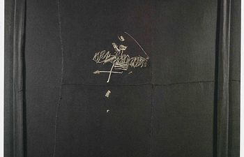 Una obra de Manolo Millares se suma al área de los informalistas de La poética de la libertad