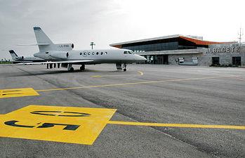 Albacete es una ciudad magníficamente comunicada con el resto del país. En la fotografía el Aeropuerto de Albacete.