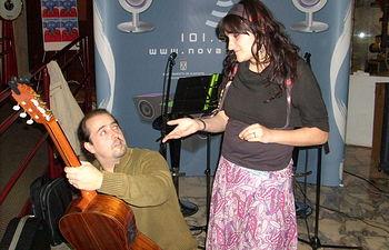Año 2008 Rozalén y Nacho González en directo desde la Filmoteca. Foto: Copyright 2007.