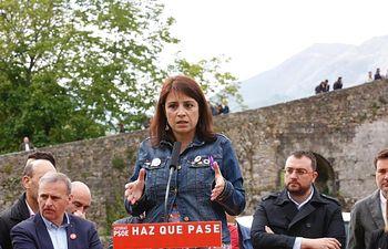 Encuentro con militantes en Cangas de Onís.