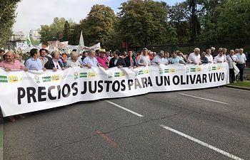 Los olivareros reclaman en Madrid mecanismos para paliar la crisis del sector. Foto: @AsajaNacional