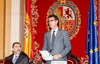 S.M. el Rey Felipe VI junto a José Manuel Soria durante el acto (Foto: Ministerio de Industria, Energía y Turismo)