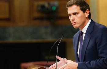 Albert Rivera, líder del Grupo Parlamentario Ciudadanos, defiende en el Pleno la postura de su grupo respecto a las palabras de Pedro Sánchez, quien ha informado sobre los Consejos de Europa y el Brexit.