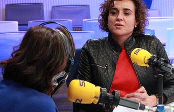 La ministra de Sanidad, Servicios Sociales e Igualdad, Dolors Montserrat, durante una entrevista en la Cadena SER