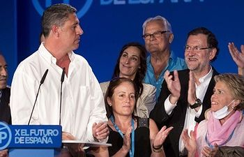 Xavier Garcia Albiol y Mariano Rajoy con asistentes al acto de clausura