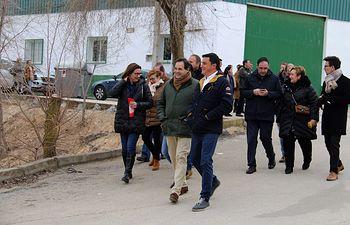 Paco Núñez ha participado en el desfile de carnaval con motivo de las fiestas de San Antón en la localidad conquense de Santa María de los Llanos. Foto: PP CLM.