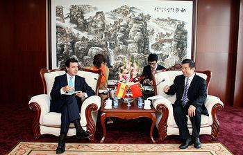 El ministro Soria se reune con el viceministro chino (foto de EFE)