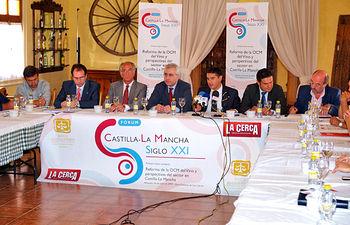 La primera mesa coloquio trató sobre la Reforma de la OCM del Vino