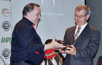 Pedro Losa recogiendo el premio