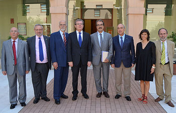 De izqda. dcha.: Antonio Otero, Ángel Ríos, Maurizio Prato, Miguel Ángel Collado, Emilio Ontiveros, Nazario Martín, Esther Vázquez y Félix Jalón.