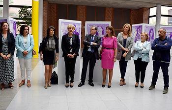 Las concejales de Innovación y Cultura asisten a la apertura de la exposición 'Catedráticas'.