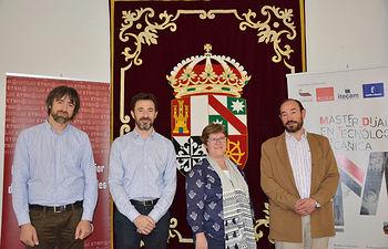 De izqda. a dcha.: Jorge Parra, David Bono, Gloria Rodríguez y Jesús López.