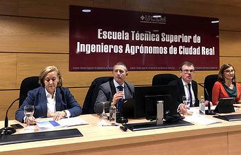 La reunión se celebró en la Escuela Técnica Superior de Ingeriones Agrónomos de Ciudad Real en homenaje a su 50 aniversario.  © Gabinete de Comunicación UCLM.