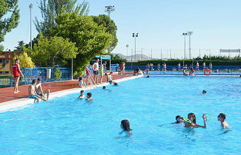 Las reformas en la piscina de verano se acometerán antes del inicio de la temporada estival.