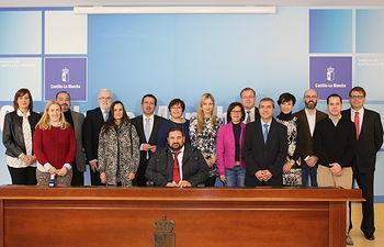 Elena de la Cruz firma convenio de adhesión a las oficinas de intermediación hipotecaria. Foto: JCCM.