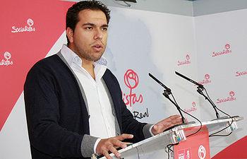 Fotografía de Rubén Sobrino en rueda de prensa