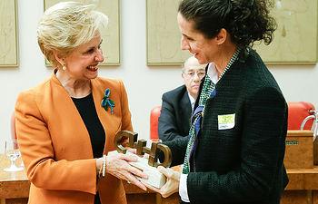 El CERMI entrega el Premio Cermi.es 2013 a la Comisión de Igualdad, como Mejor Acción en beneficio de Mujeres con Discapacidad