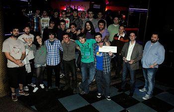 Participantes del certamen y grupo ganador