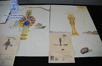 La Policía Nacional interviene en Barcelona once litografías falsas de Salvador Dalí que se ofertaban en Internet. Foto: Ministerio del Interior