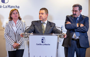 El presidente de Castilla-La Mancha, Emiliano García-Page, comparece ante los medios de comunicación, en la Consejería de Sanidad, en Toledo, para informar sobre la estrategia regional ante el coronavirus. (Fotos: A. Pérez Herrera // JCCM).