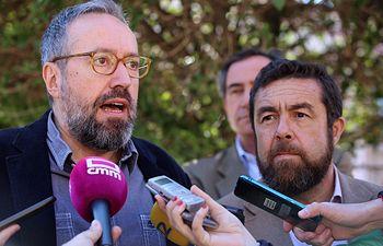 Miguel Gutiérrez y Juan Carlos Girauta atiende a los medios de comunicación