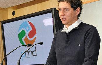 El concejal de Deportes, César Mnrique, en rueda de prensa