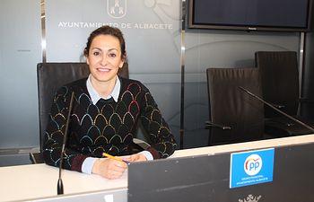 Rosa González de la Aleja. Presentación moción apoyo comercio tradicional.