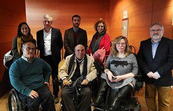Enrique Alarcón y miembros de CLM Inclusiva.